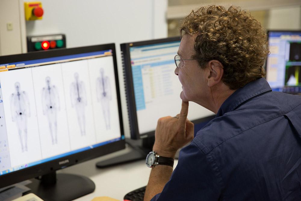 Interprétation d'une scintigraphie osseuse par le Dr Yves Darlas