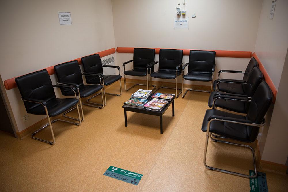 Salle d'attente des patients déjà injectés