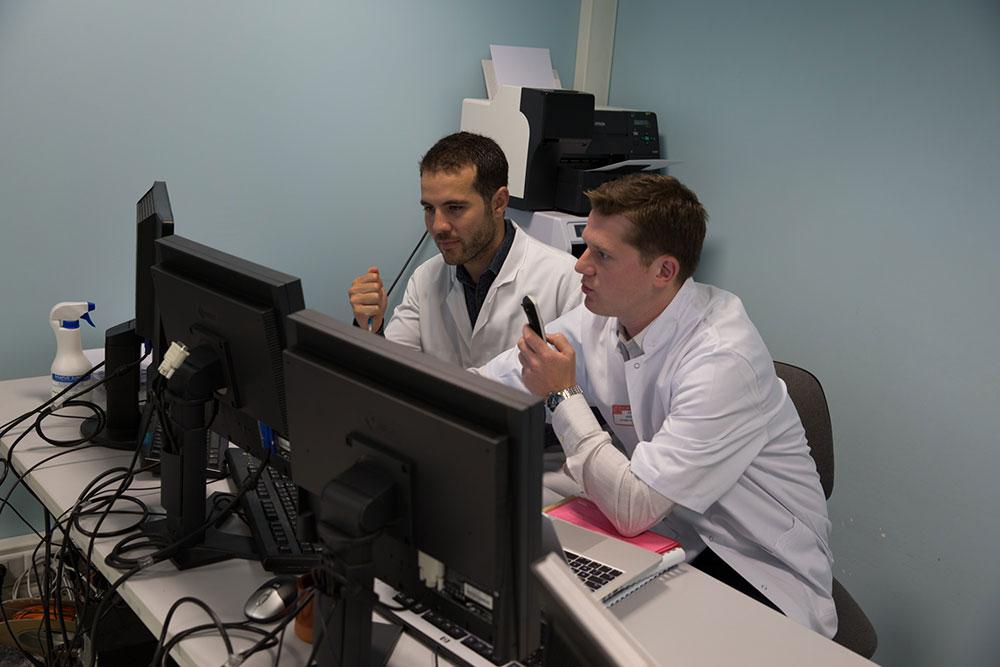 Examens interprétés par le Dr. David SACKSICK et le Dr. Jean-Simon ARNOULD